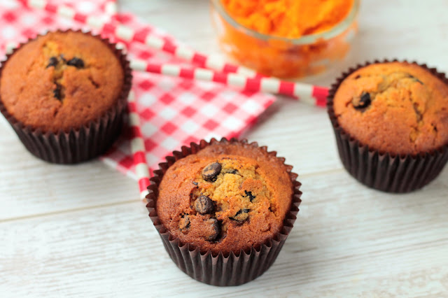 A Delicious Pumpkin and Chocolate Chip Muffin Recipe and Knitting Swirl Ski Hats in front of a Roaring Open Fire :) GoodFoodShared.Blogspot.com