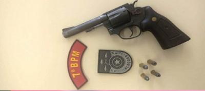 Homem é preso com arma, munições e faca no Povoado Areia Branca em Santana do Ipanema