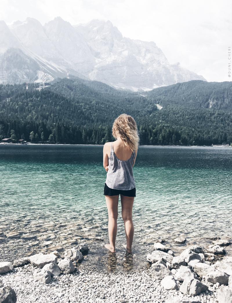 Eibsee Wandern Bayern Zugspitze klares Wasser
