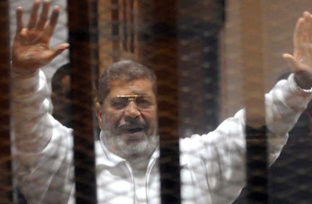 وفاة الرئيس المصري السابق محمد مرسي أثناء حضوره جلسة محاكمته،