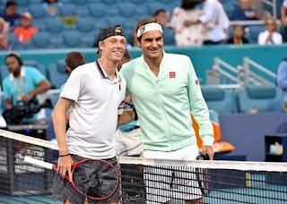 Roger Federer beats Denis Shapovalov