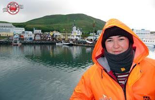 Preparadas para avistar ballenas en Húsavík, Islandia