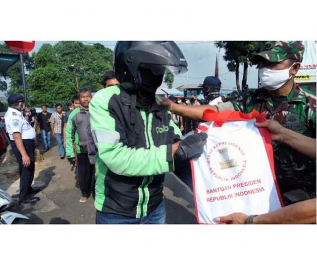 Desak Jokowi Hentikan Bagi-bagi Sembako di Jalan, Ubedilah Badrun: Malu Sama Negara Tetangga