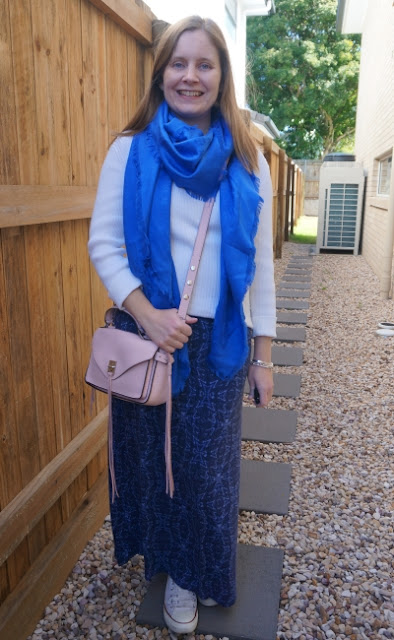 layering a navy printed maxi dress with white ribbed knit jumper LV shawl and pink crossbody darren bag | away from blue