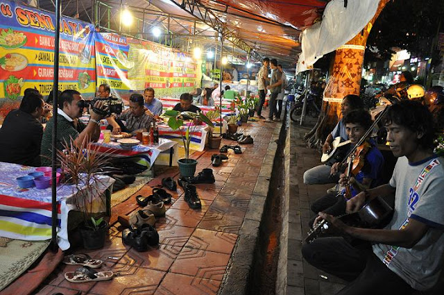Wisata yang wajib di kunjungi di jogja karta, wisata belanja dan kuliner di jlan malioboro