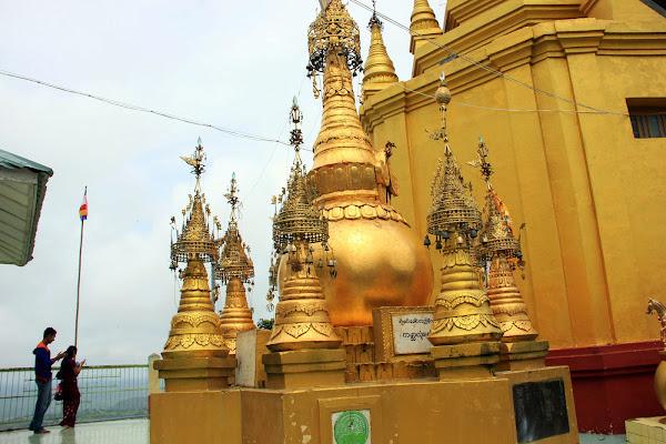Pagoda en la cumbre del Monte Popa