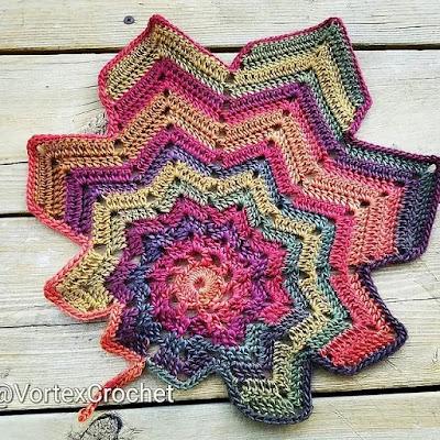 Flowers Autumn leaves crochet pattern.