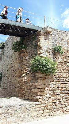 auf die alte Stadtmauer klettern