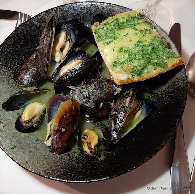 Chapeau Bistro mussels