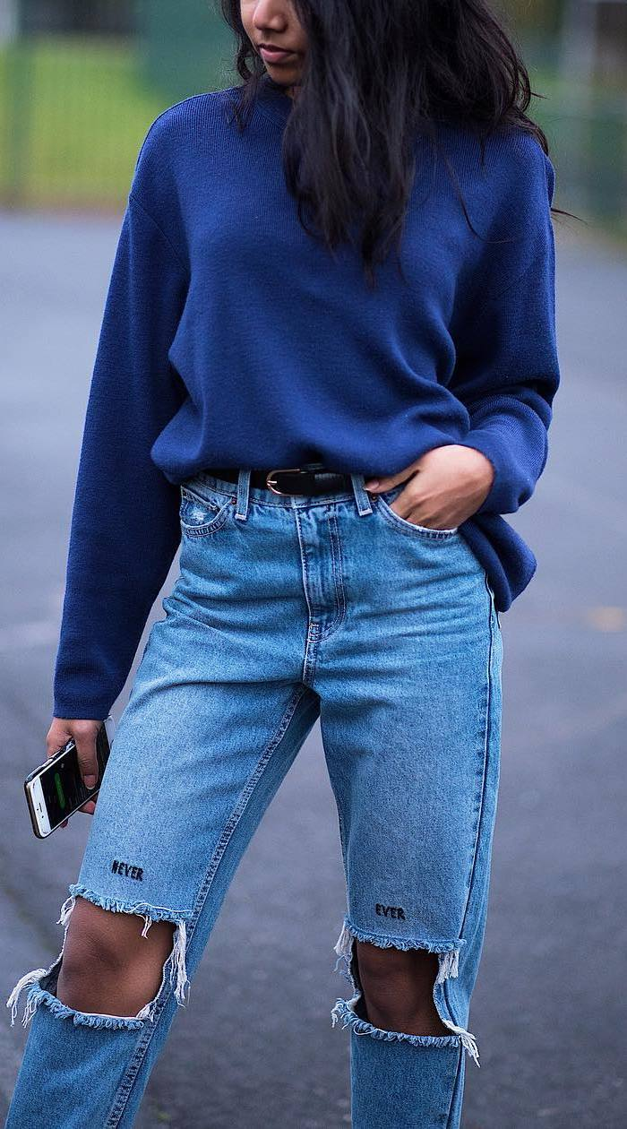 fall outfit inspiration: sweatshirt + ripped jeans