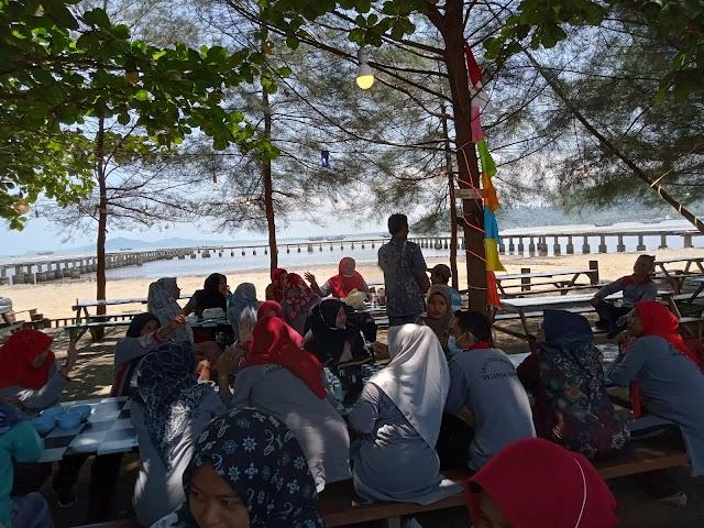 Makan bersama keluarga besar SMA Negeri 1 Sungai Beremas