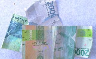 Setelah 'lepet', rupiah pecahan 2.000 dan 20.000 sering tertukar.