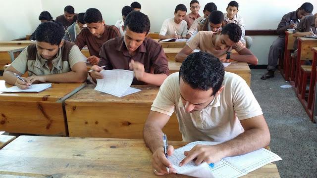 """تسريب امتحانات الثانوية العامة """"البكالوريا"""" يسبب ضجة في الجزائر"""