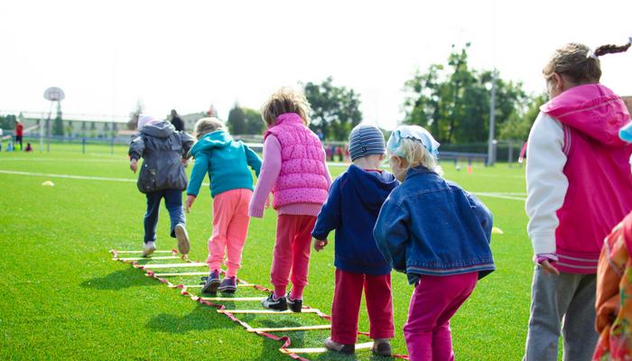 كيف يمكن تجنب الإصابات الحرجة والخطيرة للاطفال الصغار عند ممارسة الرياضة