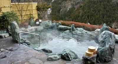 mandi air panas di jepang