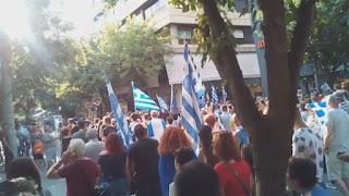 Πορεία για τη Μακεδονία στα γραφεία του ΣΥΡΙΖΑ στην Κατερίνη - Βίντεο