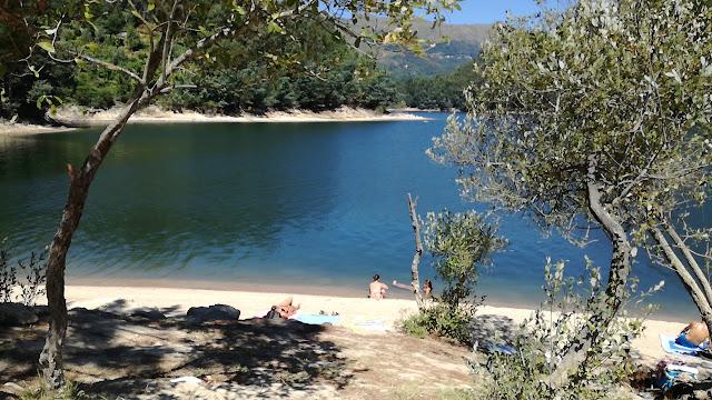 águas calmas do Rio Cávado