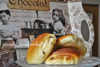 pane con cioccolati di uova di pasqua