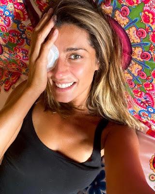 Elisa Isoardi occhio bendato foto Instagram oggi 19 aprile