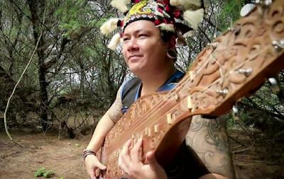 Khazanah, Teknik Bermain, dan Memainkan Alat Musik Tradisional