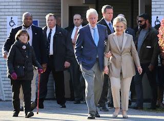 Hillary Clinton vota en Nueva York y confía en su victoria electoral