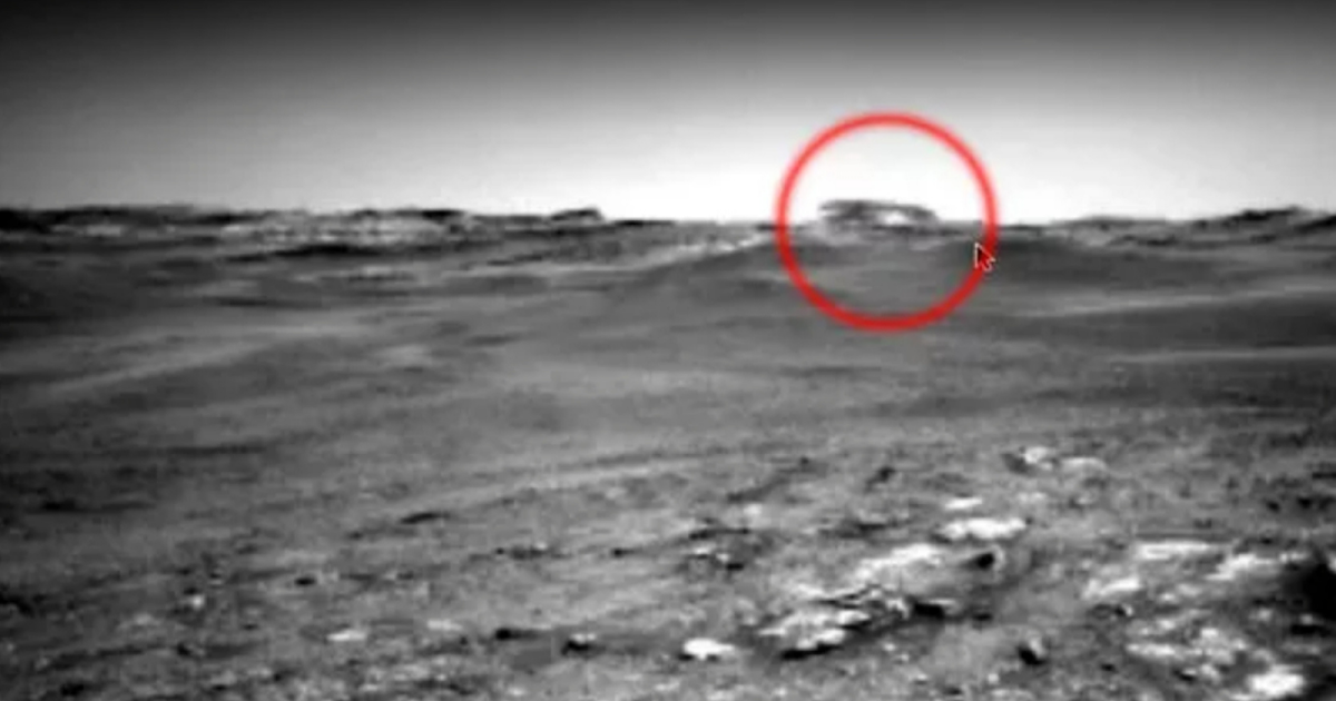The Mars Rover Totally Ignores Silver Disk Like UFO