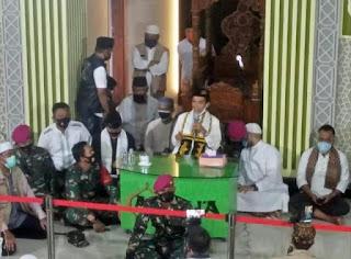 Terharu! Melihat Prajurit TNI Mencintai dan Menjaga Ustadz Abdul Somad, 'Orang Gila' Melempem