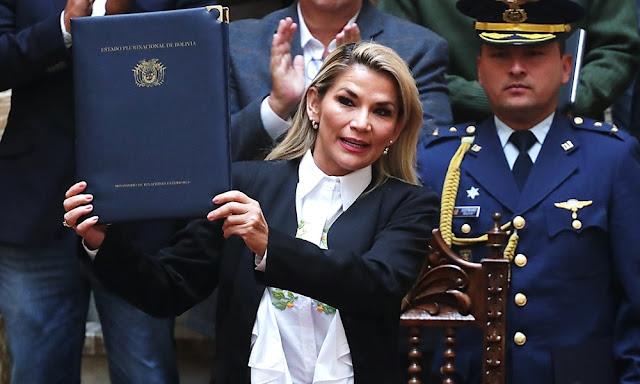 La presidenta interina de Bolivia promulga la ley para unas nuevas elecciones