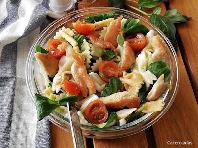 Ensalada de pasta y pollo
