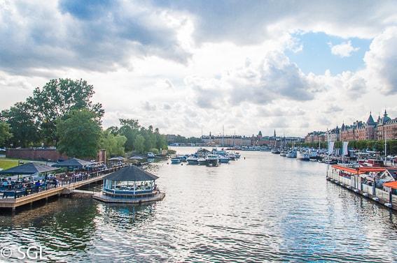 Vista del Boulevard Strandvägen desde el puente Djurgårdsbron. Estocolmo