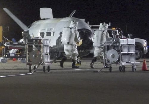 The secret Chinese spaceship landed safely