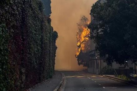 Μεγάλη φωτιά στη Νότια Αφρική