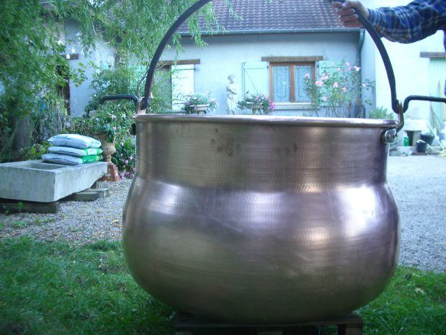 cuve et chaudron en cuivre chaudron galb en cuivre de 500 litres. Black Bedroom Furniture Sets. Home Design Ideas