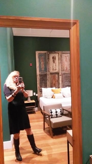 Eu fotografando o quarto maravilhoso