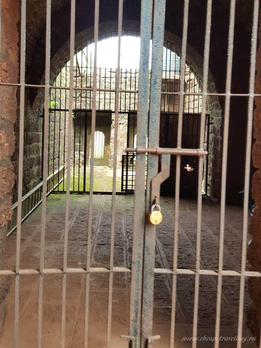 Двери древнего форта