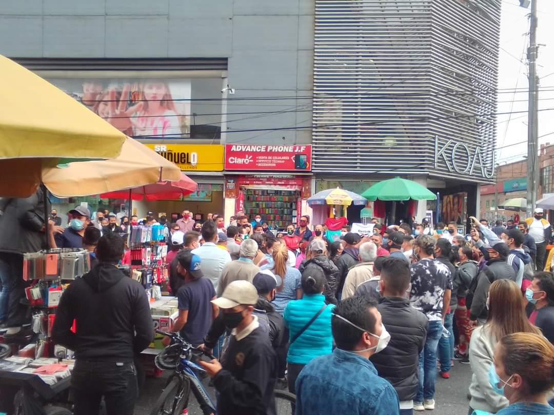 @Fontibon_Bogota Bloqueos por proestas contra #ClaudiaLópez