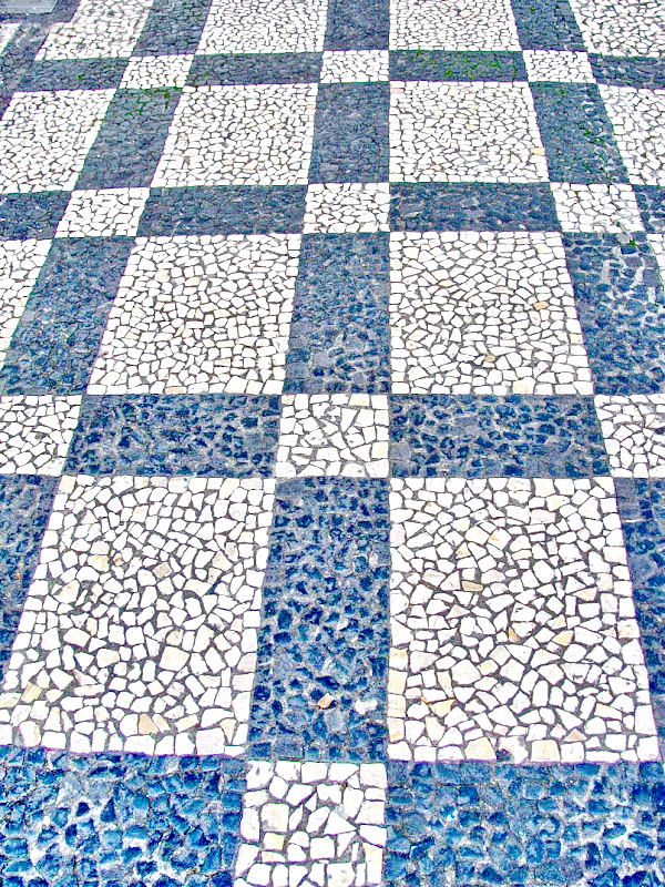portuguese sidewalk, lines