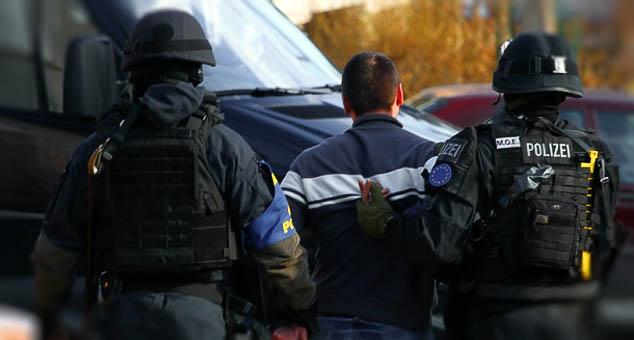 Једна особа је ухапшена због ратних злочина против цивилног становништва током рата на Kосову и Метохији.  #Косово #Метохија #КМновине #Вести #Kosovo #Metohija #KMnovine #vesti #RTS #Kosovoonline #TANJUG #TVMost #RTVKIM #KancelarijazaKiM #Kossev