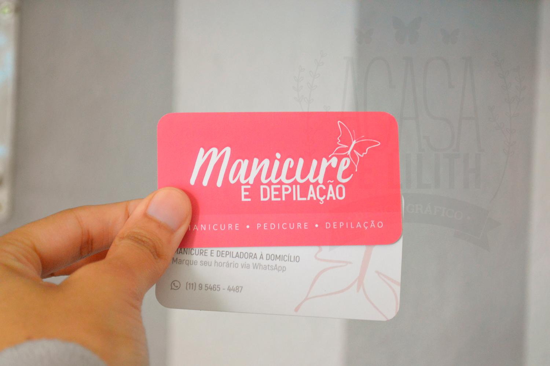 Cartão de visita com bordas arredondadas e uv localizado para manicure  / depiladora, arte digital e impressão.