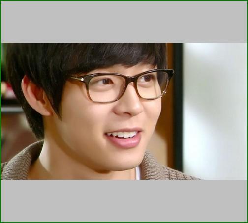 kacamata yang dipakai artis korea