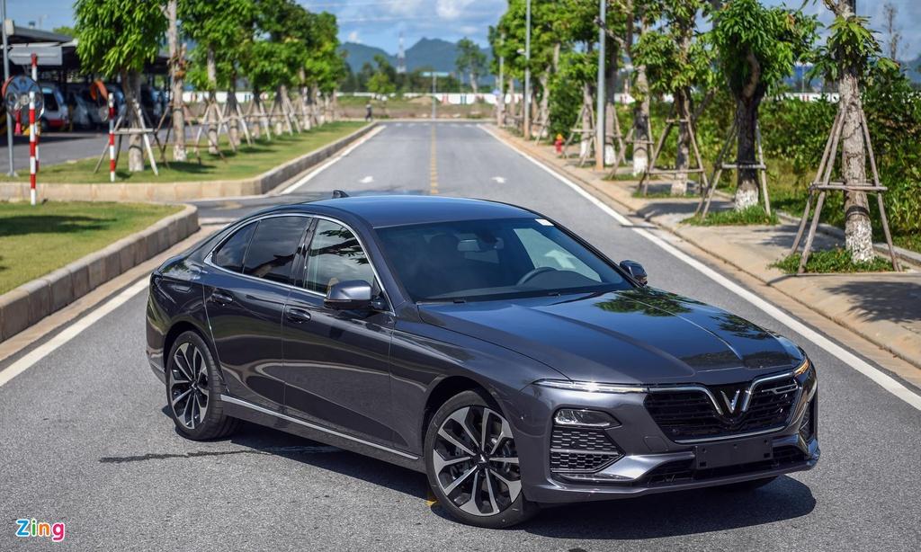 Phân khúc sedan hạng D - VinFast Lux A2.0 vượt qua Camry, Mazda6