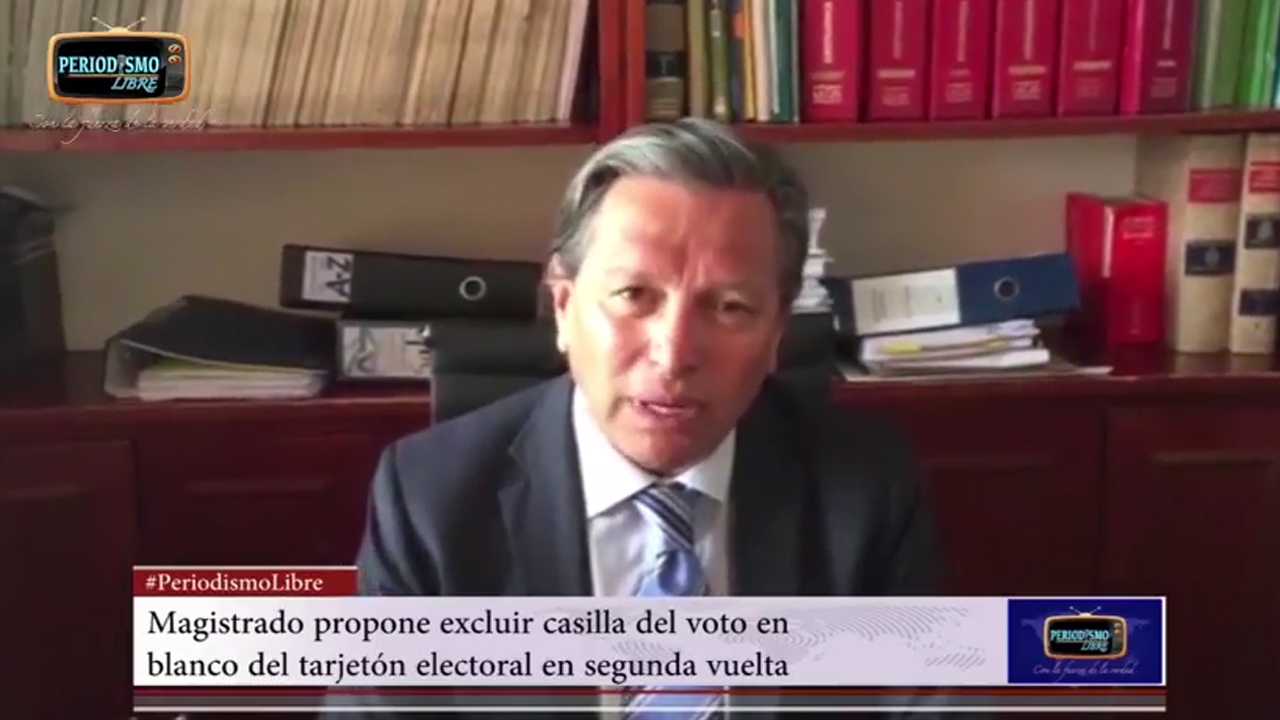 """""""El voto en blanco es una trampa"""", sostiene el escritor Mario Mendoza"""