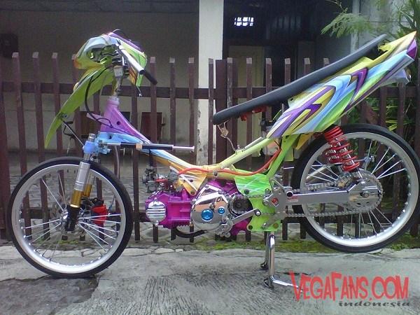Modifikasi Kontes Motor Yamaha Vega ZR Full Airbrush