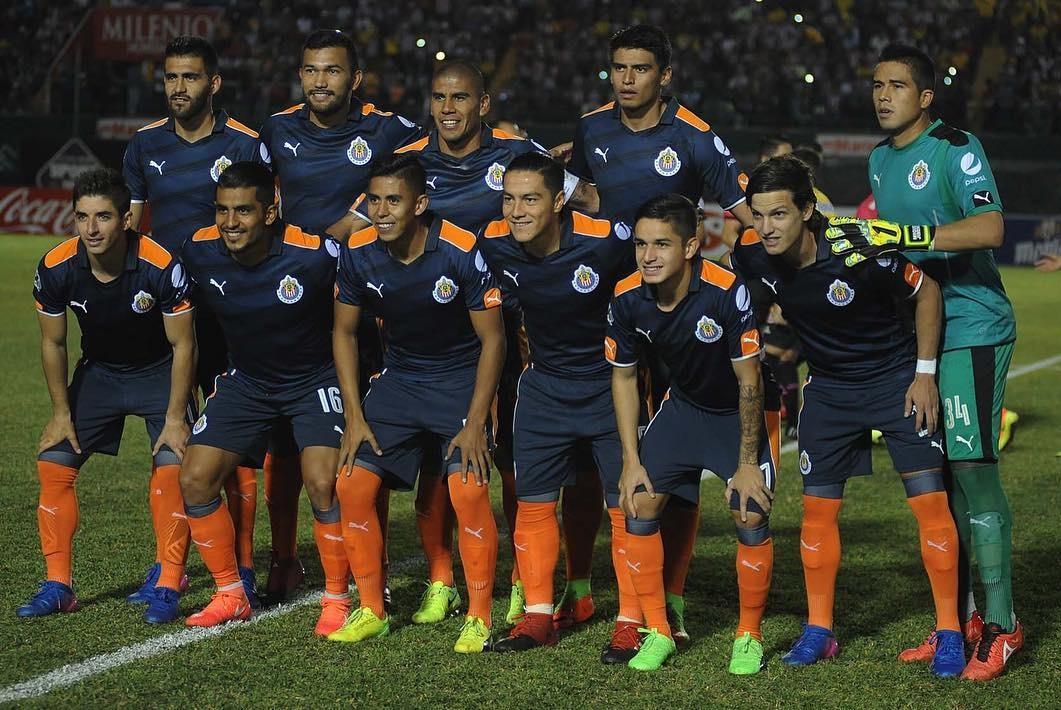 Chivas con su tercera indumentaria en Copa.