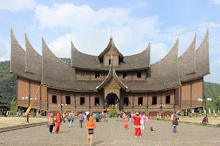 Wisata Sejarah Istana Pagaruyung di Sumatera Barat