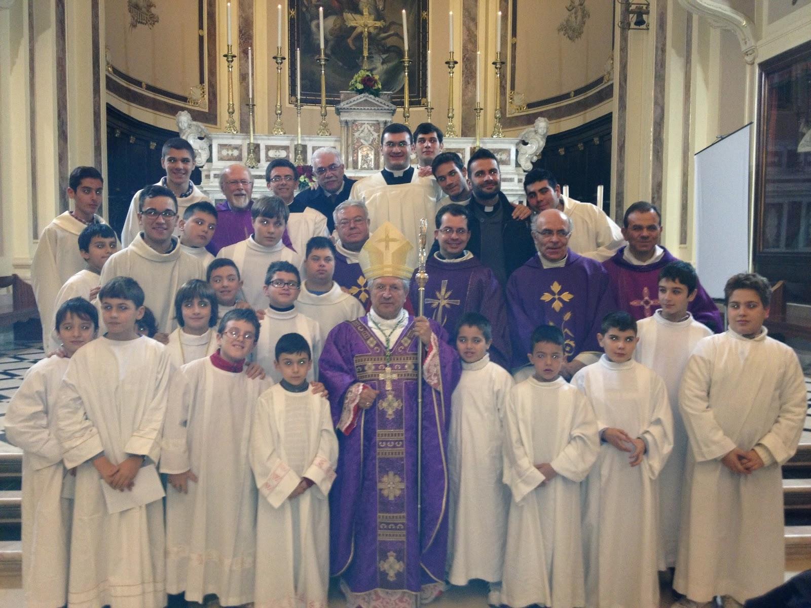 Auguri Di Buon Natale Al Vescovo.Gruppo Ministranti Auguri Di Natale Al Vescovo Rocco