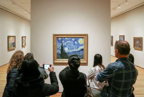 moma-noche-estrellada-van-gogh-people-museum-new-york