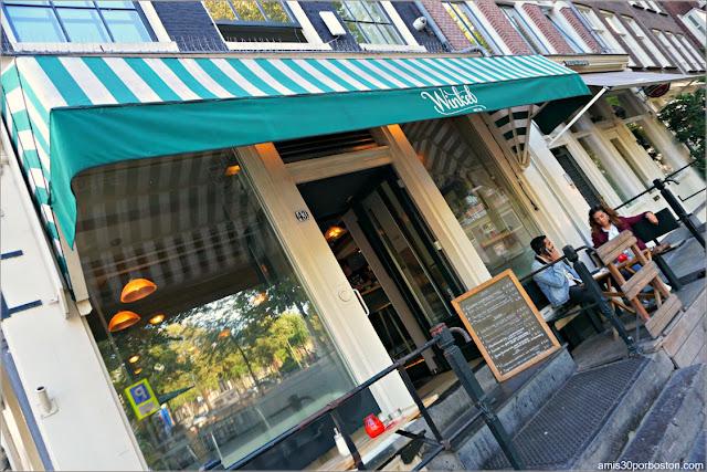 Winkel 43 en Amsterdam