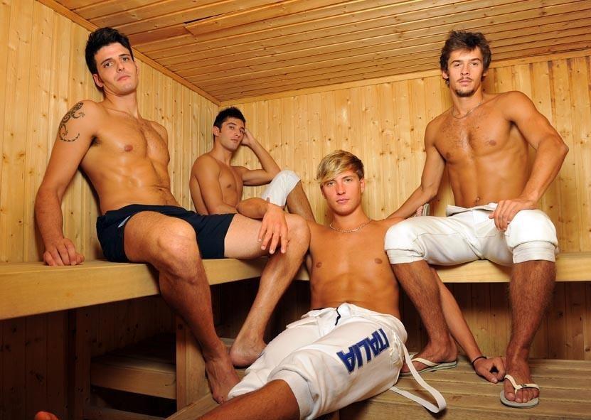 парни дрочат друг другу в бане