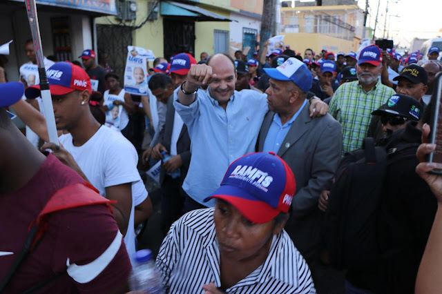 Ramfis se lanza a la calle con sus candidatos municipales; recorrerá todo el país